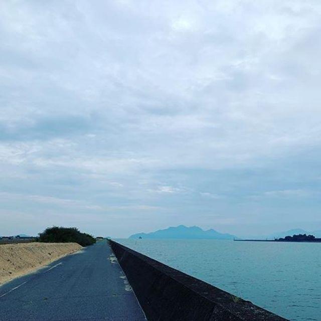 朝ラン。みかんマラソンまでひと月きったなー。途中歩きながらも、何とか10km。ごっつぁんでした。#唄うたいカワムラ