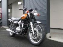 カワサキ W800 ファイナルエディション ブラウン/オレンジ 前側