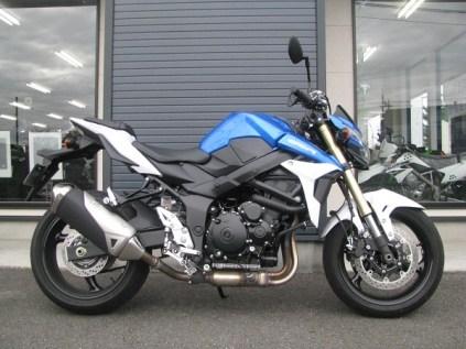 スズキ GSR750ABS ブルー/ホワイト 右側