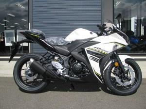 ヤマハ YZF‐R25 ABS ホワイト 右側