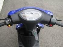 新車情報 ヤマハ JOGZR Movistar Yamaha MotoGP Edition ブルー メーターパネル