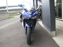 新車 ヤマハ YZF-R25 Movistar Yamaha MotoGP Edition ブルー 前側