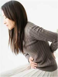 PMSの腹痛女性のイメージ画像