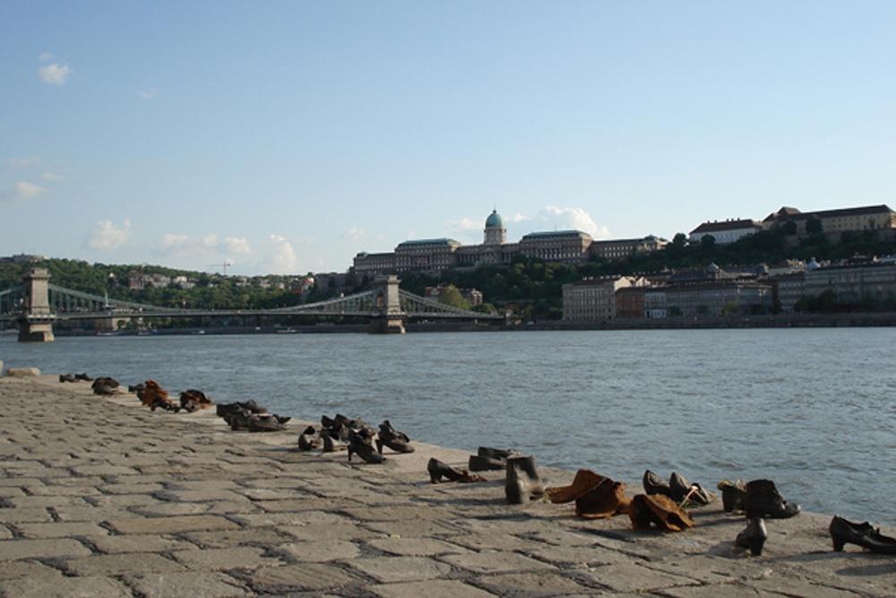 Memorial das vítimas atiradas no Danúbio Budapeste