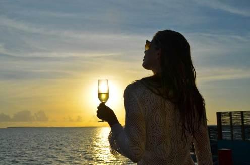 Pôr do sol Ilhas Maldivas à beira mar