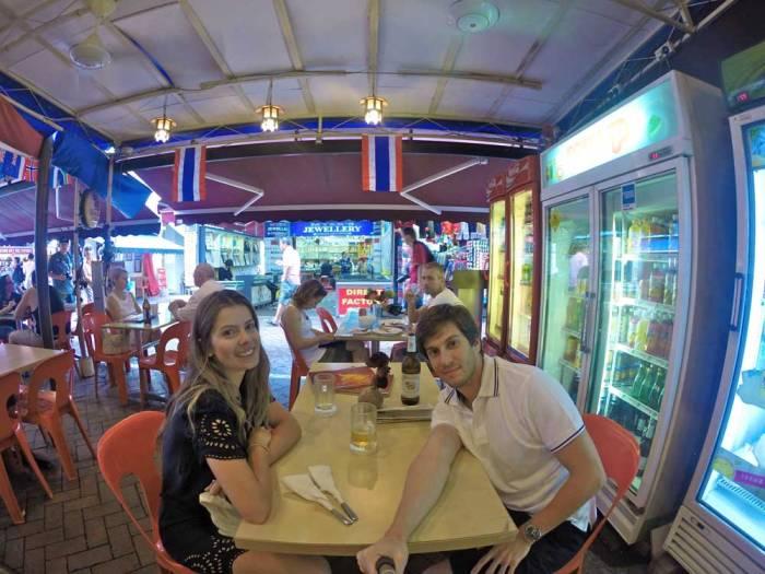 Comendo comida tailândesa em Chinatown!