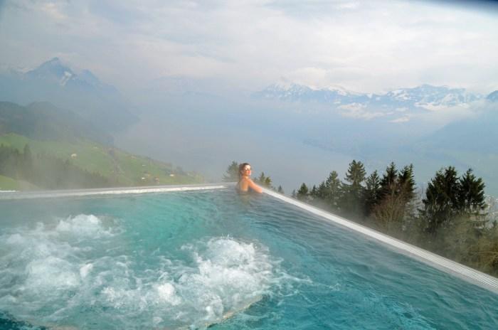Piscina do hotel Villa Honegg
