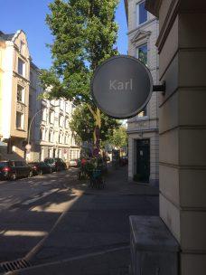 Karls Café & Weine Schild