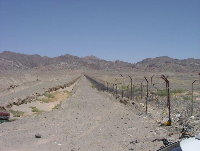 Iran_-_Pakistan_border_-_panoramio