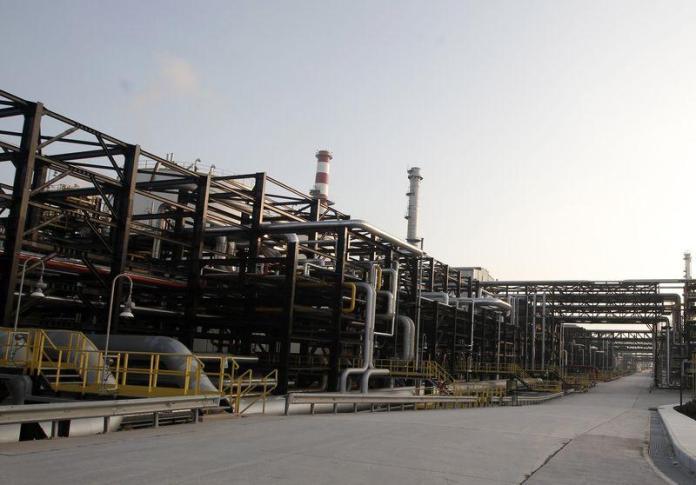 refiner-Tupras-549493-oil
