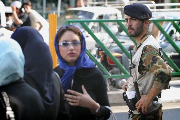 2004-07-04T120000Z_267862201_RP5DRIAPPDAA_RTRMADP_3_IRAN-POLICE