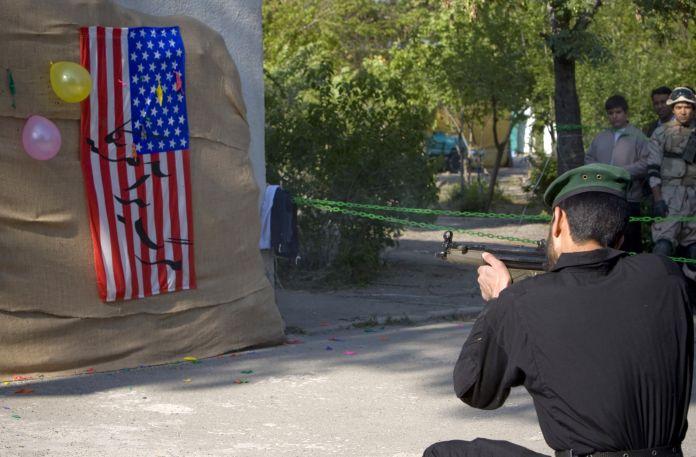 2009-04-14T120000Z_816861627_GM1E54F0B3201_RTRMADP_3_IRAN