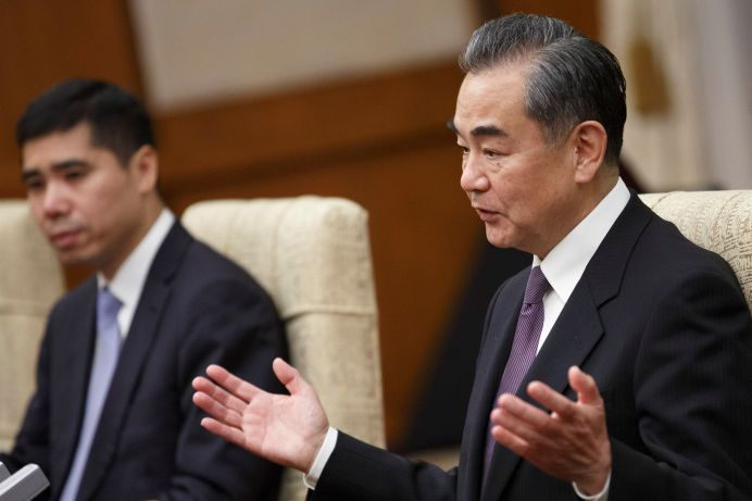 FILE PHOTO: Chinese Foreign Minister Wang Yi (R) meets Iranian Foreign Minister Mohammad Javad Zarif (not pictured) at Diaoyutai State Guesthouse in Beijing, China, May 17, 2019. REUTERS/Thomas Peter/Pool