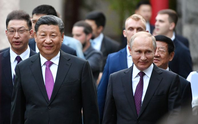 Russian President Vladimir Putin and Chinese President Xi Jinping visit the Moscow Zoo, which received a pair of giant pandas from China, in Moscow, Russia June 5, 2019. Sputnik/Alexander Vilf/Kremlin via REUTERS
