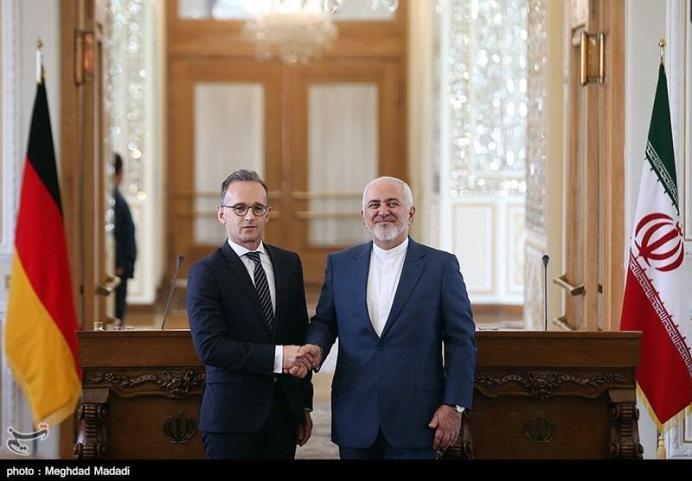 Iranian Foreign Minister Mohammad Javad Zarif shakes hands with his German counterpart Heiko Maas after the news conference in Teheran, Iran, June 10, 2019. REUTERS