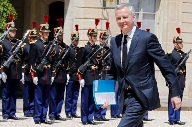 FILE PHOTO: French Finance Minister Bruno Le Maire arrives at the Elysee Palace in Paris, France,. REUTERS/Regis Duvignau