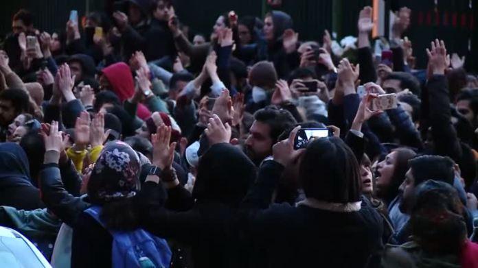 2020-01-13T114853Z_1_LWD0017GIAOH7_RTRWNEV_E_1439-IRAN-CRASH-PROTESTS