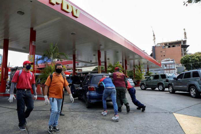 2020-03-24T000000Z_1309890753_RC20QF9L2P37_RTRMADP_3_HEALTH-CORONAVIRUS-VENEZUELA-scaled