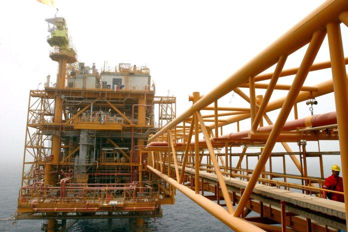 2005-07-25T120000Z_1682887207_RP6DRMULCRAA_RTRMADP_3_IRAN-OIL-scaled