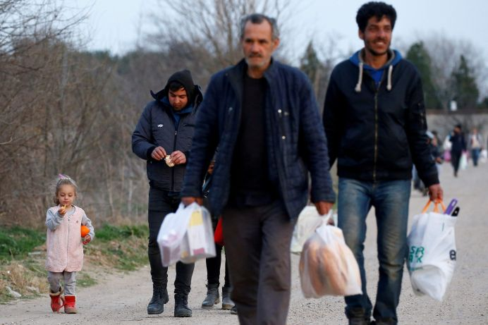 FILE PHOTO: Migrants walk towards Turkey's Pazarkule border. REUTERS/Huseyin Aldemir/File Photo
