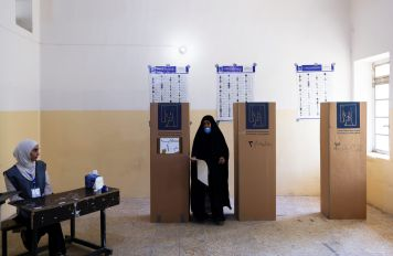 A woman votes at a polling station during the parliamentary election, in Kerbala, Iraq, October 10, 2021. REUTERS/Abdullah Dhiaa Al-deen