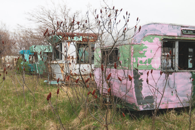 abandoned, ohio, trailers, colorful trailers