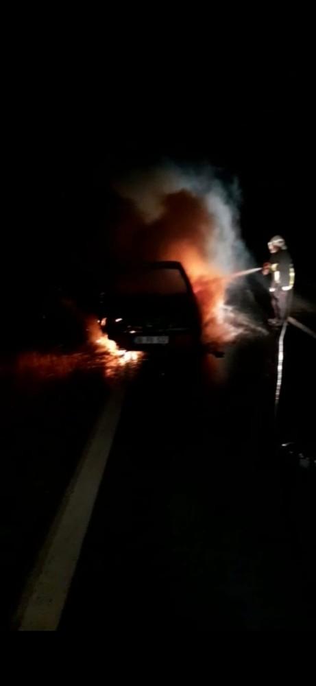 Kayseri'de seyir halindeki otomobil alev topuna döndü
