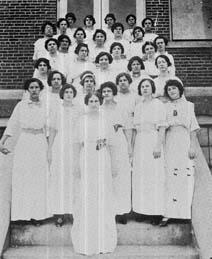1913 Girls Glee Club