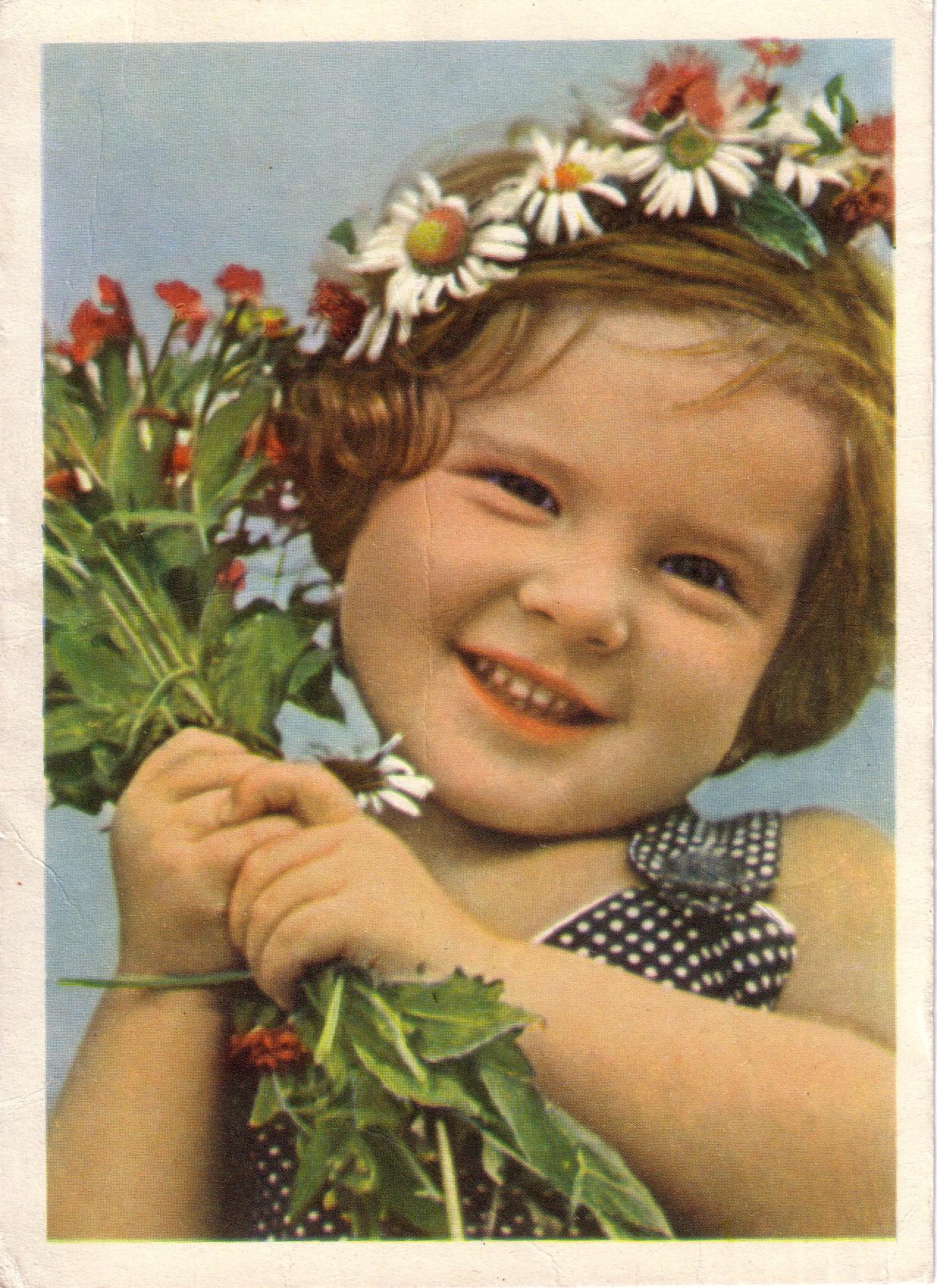 Copy of girl w daisy crown