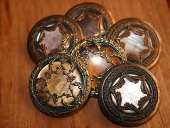 Gros boutons vintage bronze - collection particulière Kazamarie