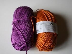 Mélangeclématite et girafe avec un fond au choix dans ces 2 couleurs et garniture de l'autre couleur - 100%coton très doux (couleur violet en commande)