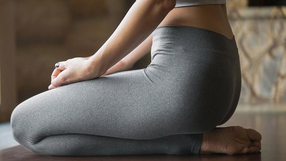 静的フットストレッチで体に溜まった疲労物質を抜こう!