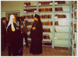Патриарх Алексий II в библиотеке Казанского духовного училища в 1997 г.