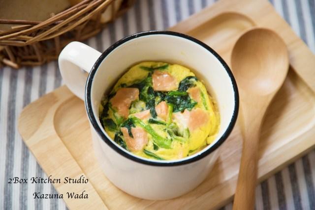 マグカップキッシュ レシピ レンジ 鮭 ほうれん草 チーズ