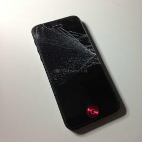iPhone5事故った 貼っててよかった・・・助かった。iPhoneガラ割れを未然に防ぐ