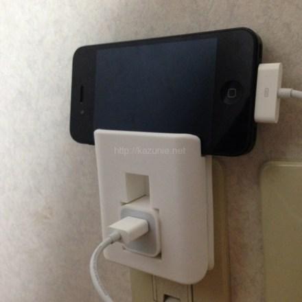 iPhone/iPod対応チャージャーホルダーで充電環境をスマートに!ケーブルをまとめてスッキリ