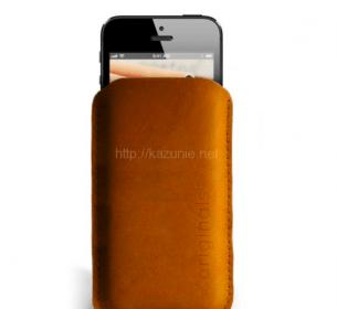 いち早くひと味違う物を身につけよう。オランダ発iPhone 5専用スリーブ&ウォレット「iPhone 5 Sleeve Brown」