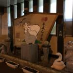 本塩釜駅前には干支の置物あるけど、両脇にジャックランタンも置いてあった。ハロウィーンだな。 http://t.co/Mb7rK2qWNo