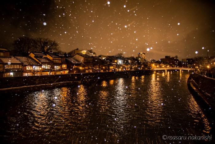 金沢・主計町茶屋街雪の夜