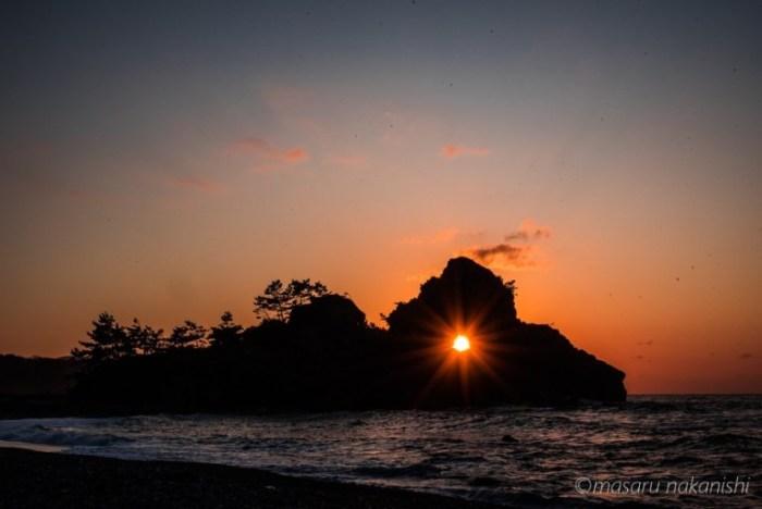 窓岩のダイヤモンド夕日