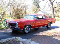 800px-Pontiac_GTO_1966