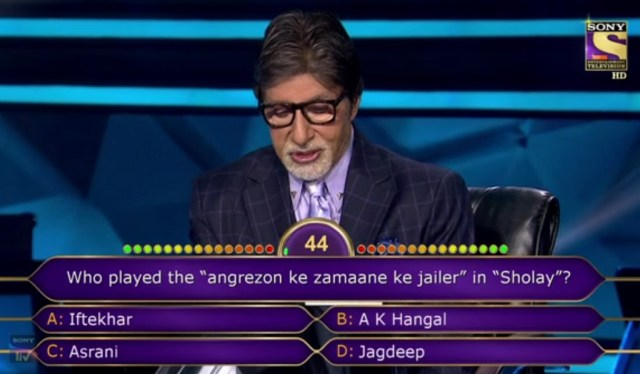 "Ques : Who played the ""angrezon ke zamaane ke jailer"" in ""Sholey""?"