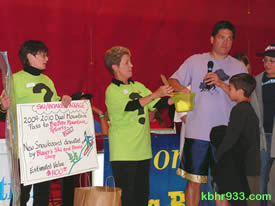"Special guest Frank Buckley of the ""KTLA Morning News"" (here with Soroptimists Sue and Kathy and his sons) pulled the winning raffle tickets"