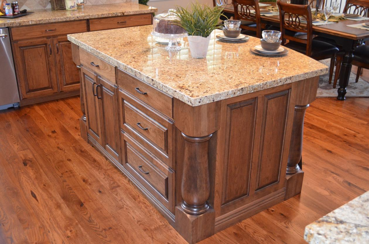 Fdmcwooded3 Kitchen Island Corner Columns