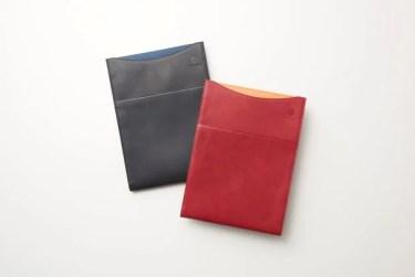 【新商品】調色を重ねた『ムラ染め』で実現したこだわりの革製品「縦型PCレザーケース」が発売