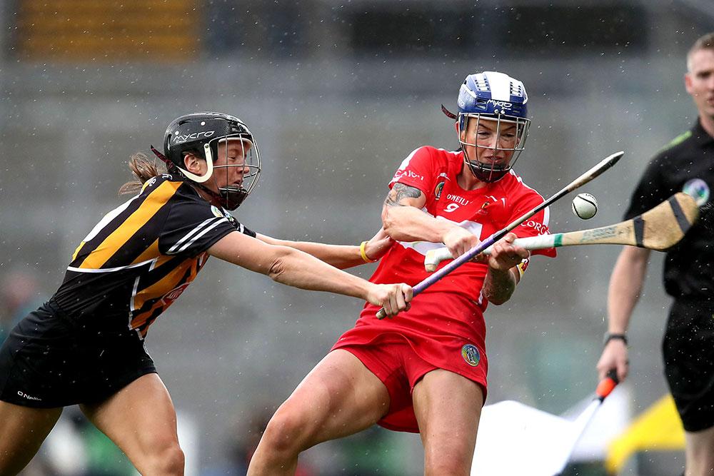 Cork's Ashling Thompson and Julie Ann Malone of Kilkenny Mandatory Credit ©INPHO/Bryan Keane