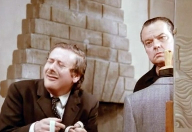 Jonathan Lynn and Orson Welles in a comedy sketch from Orson's Bag.