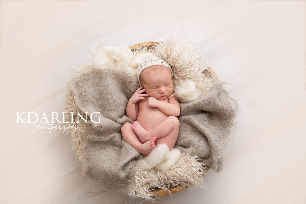 newborn-girl-neutral-organic-sleeping-champaign-il-county-photographer-darling_0335