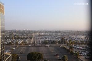 Pemandangan dari bilik hotel.