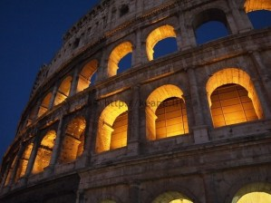 Colosseo at night